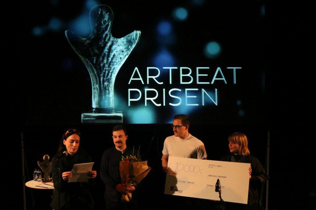 Brigitte Christensen overrækker Talentprisen til Københavns Radiobiograf